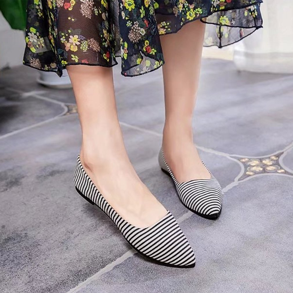 Women Stripe Pattern Soft PU Leather Flat Shoes Popular Pointed Toe Shoes