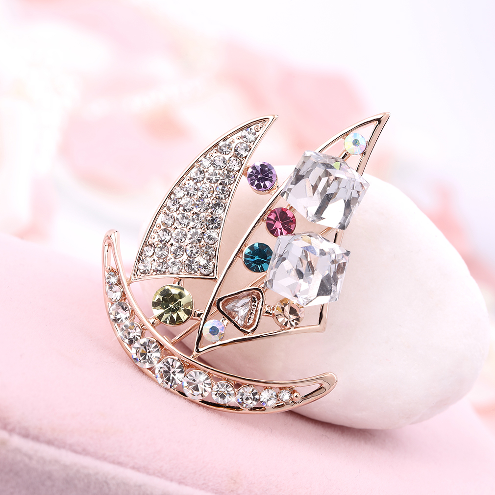 Elegant Charm Golden Crystal Mini Boat Brooch Present Accessory Present