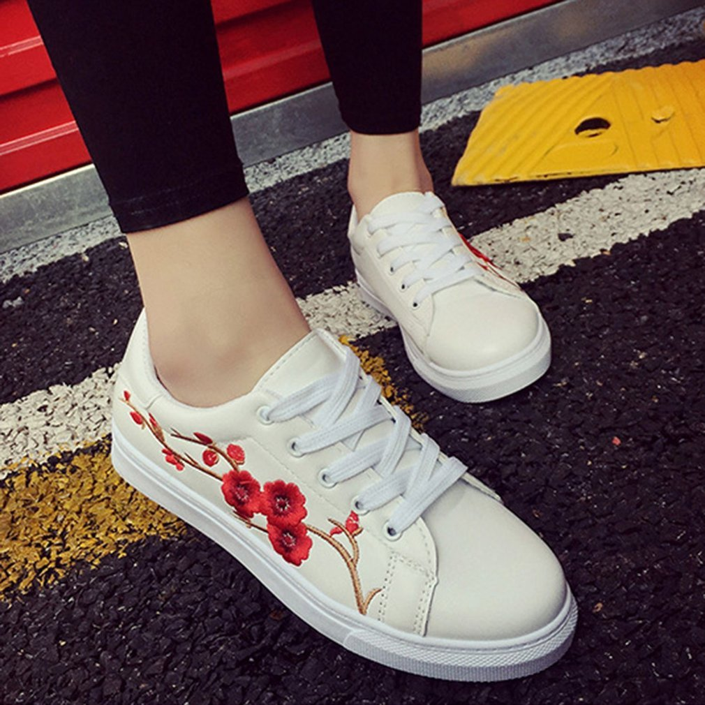 Spring Summer Student Sneakers Flower Embroidery White Shoes Outdoor Walking Sports Shoes Comfortable Flat Soled Shoes
