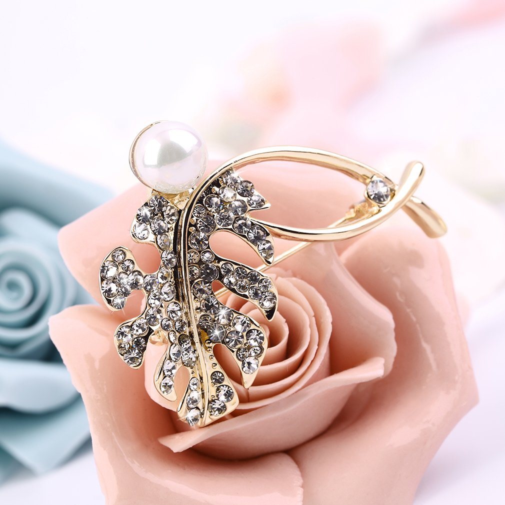 Elegant Charm Golden Crystal Leaf Brooch Present Accessory Present